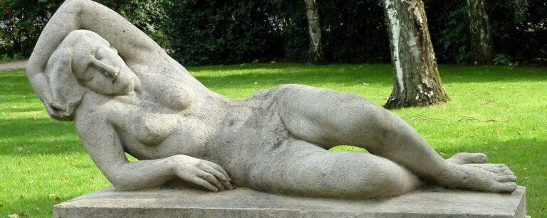 Rudolf Kipp Muschelkalk Liegende Skulptur