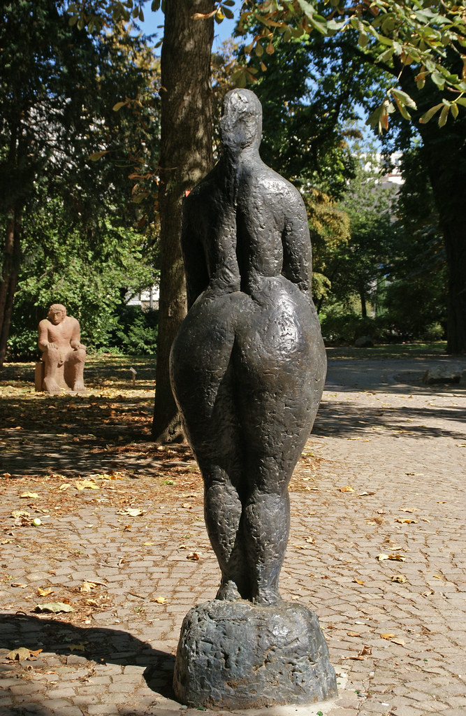 Skulptur Bronze Betty Wanda Pritsche rankfurt Wallanlage